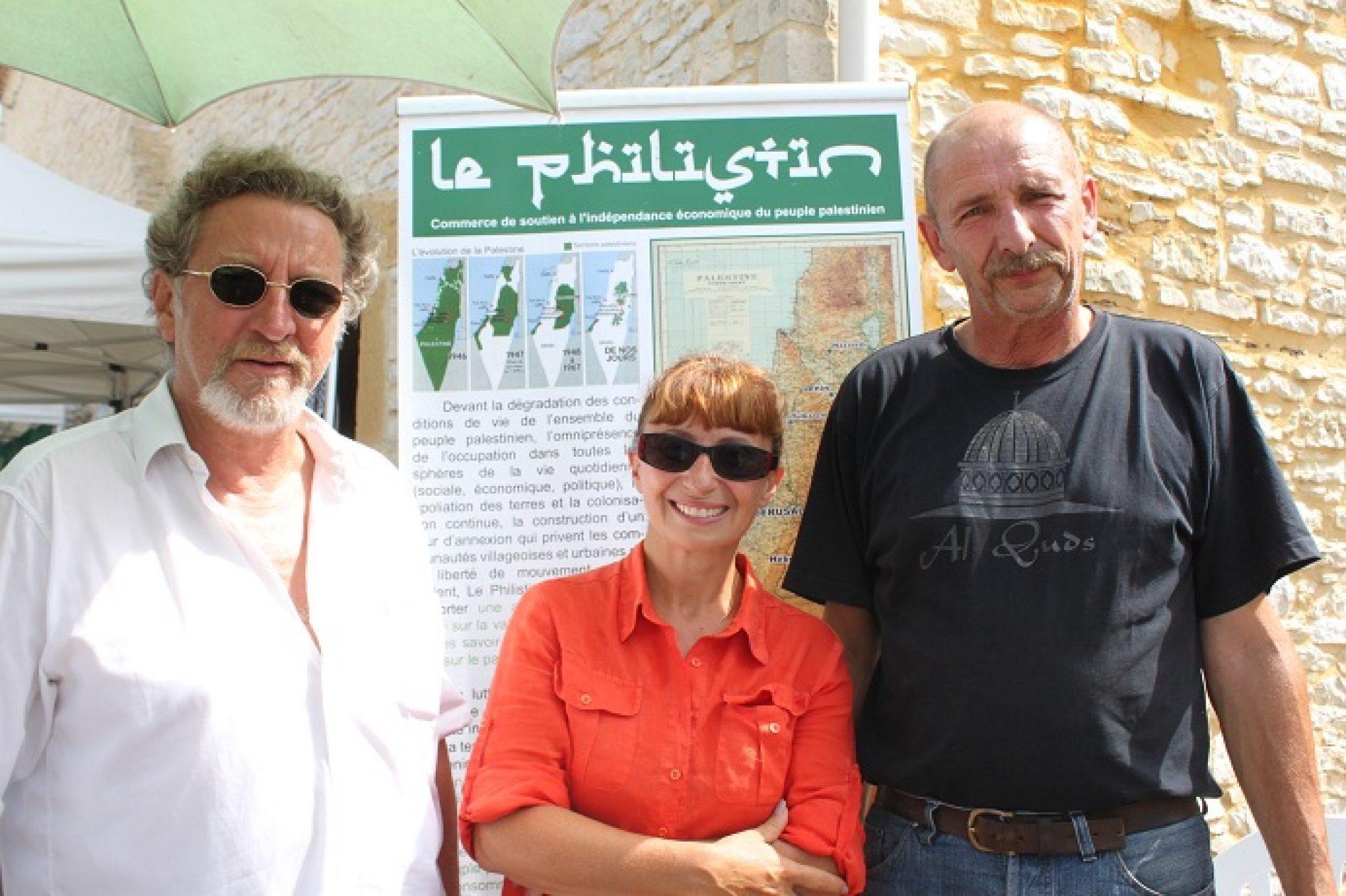 Ariane, Robert and Jemma taking la pose à Gindou